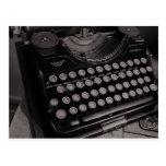 Máquina de escribir B&W del vintage Postal