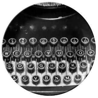 Máquina de escribir blanco y negro del vintage plato de cerámica