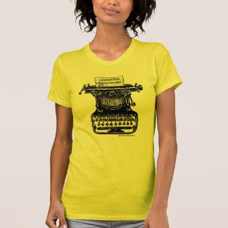 Máquina de escribir del vintage con la camiseta