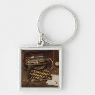 Máquina de escribir - mi oficina de los jefes llavero cuadrado plateado
