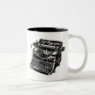 Máquina de escribir negra del vintage tazas de café
