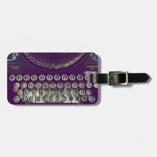 Máquina de escribir pasada de moda etiqueta de equipaje