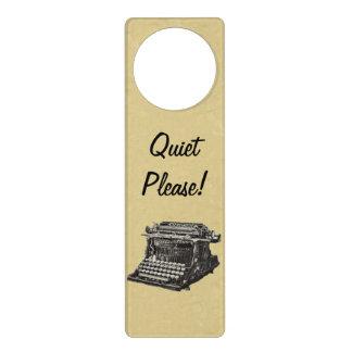 Máquina de escribir pasada de moda negra antigua d colgadores para puertas