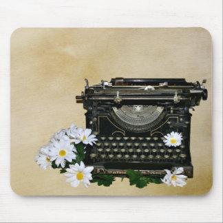 Máquina de escribir pasada de moda tapetes de raton