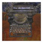 Máquina de escribir vieja en la tabla de Brown, le Comunicados