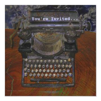 """Máquina de escribir vieja en la tabla de Brown, le Invitación 5.25"""" X 5.25"""""""