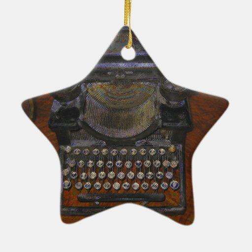 Máquina de escribir vieja en la tabla roja adorno de cerámica en forma de estrella