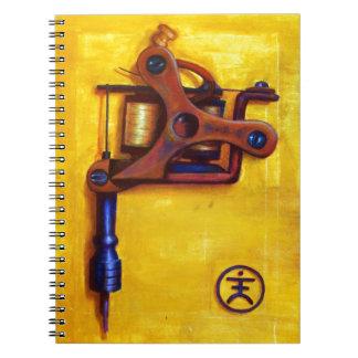 Máquina del tatuaje del vintage (amarillo) libreta espiral