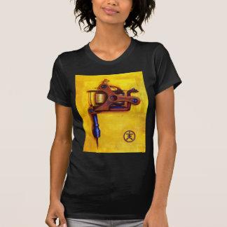 Máquina del tatuaje del vintage (amarillo) camisetas
