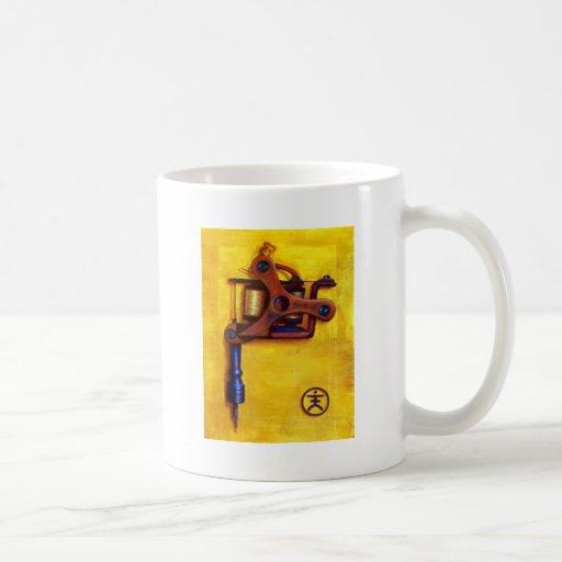 Máquina del tatuaje del vintage (amarillo) taza de café