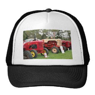 Maquinaria agrícola vieja 2 de los tractores gorro