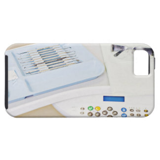 Maquinaria del dentista, gafas de seguridad e iPhone 5 carcasas
