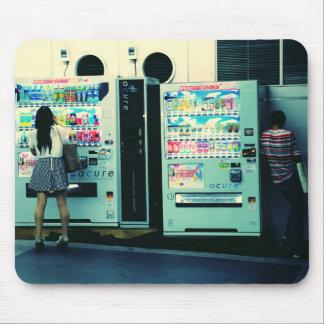 Máquinas expendedoras en la postal de Japón Tapete De Ratón