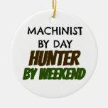 Maquinista del cazador del día por fin de semana ornamentos de navidad