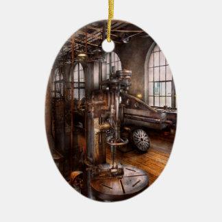 Maquinista - prensa de taladro industrial adorno navideño ovalado de cerámica