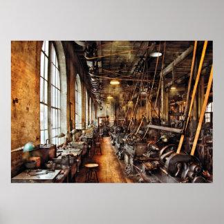 Maquinista - tienda de máquina circa 1900 s poster