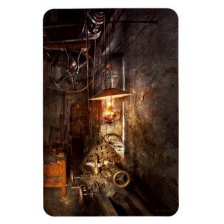 Maquinista - torno - la esquina de un taller viejo imanes de vinilo
