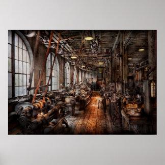 Maquinista - una tienda de máquina completamente d póster