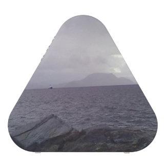 Mar con la montaña en el fondo altavoz