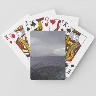 Mar con la montaña en el fondo cartas de juego