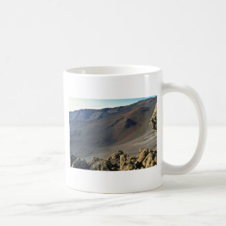 Mar de la roca sólida y del fango taza básica blanca