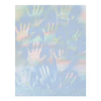 Mar de manos, anaranjado y verde en azul membrete a diseño