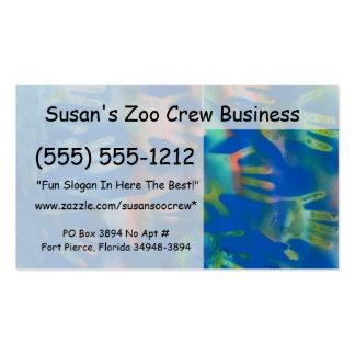 Mar de manos, anaranjado y verde en azul tarjetas de visita