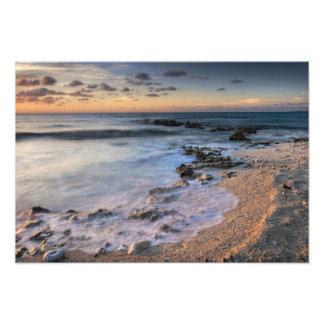Mar del Caribe, Islas Caimán. Ondas que se estrell Fotografía