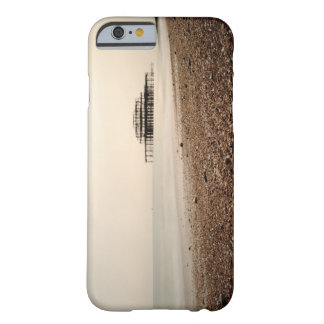 Mar en la playa de Brighton Funda De iPhone 6 Barely There