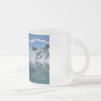Mar frío de la montaña tazas de café