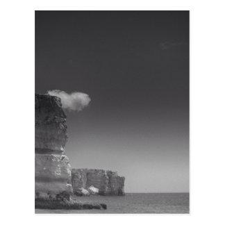 Mar negro y blanco contra las rocas Portugal Tarjeta Postal