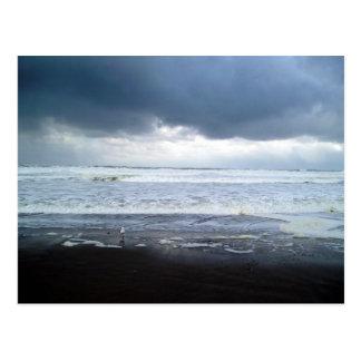 Mar Roiling en la postal de Oregon de la playa de