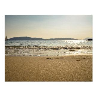 Mar temático, gorjeo apacible de las ondas adentro postales