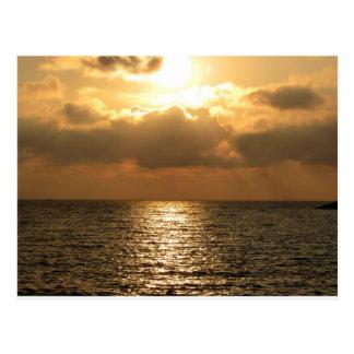 Mar tirreno, puesta del sol tarjetas postales