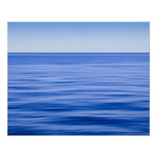 Mar tranquilo sedoso, cielo azul, falta de definic póster