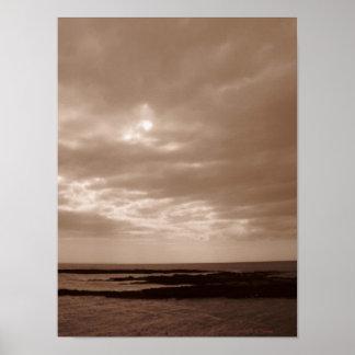 Mar y cielo de la sepia posters