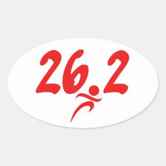 Maratón del rojo 26 2 pegatina ovalada