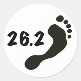 Maratón descalzo pegatina redonda