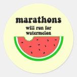 Maratón divertido de la sandía etiqueta redonda