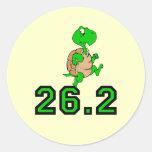 Maratón divertido de la tortuga pegatina redonda