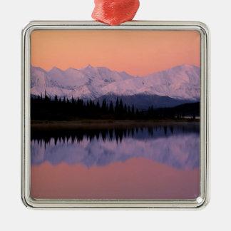 Maravilla Alaska de la salida del sol de Denali Adorno Cuadrado Plateado