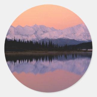 Maravilla Alaska de la salida del sol de Denali Pegatina Redonda