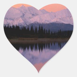 Maravilla Alaska de la salida del sol de Denali Pegatina En Forma De Corazón