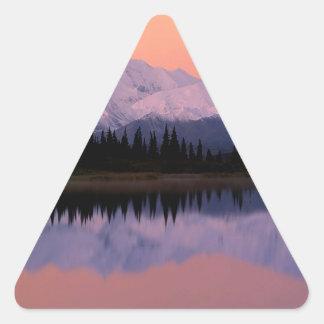 Maravilla Alaska de la salida del sol de Denali Pegatina Triangular