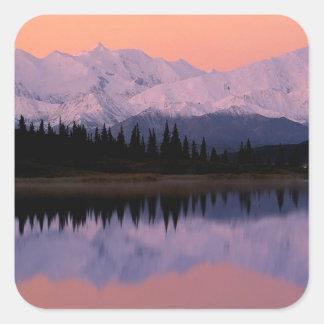Maravilla Alaska de la salida del sol de Denali Pegatina Cuadrada