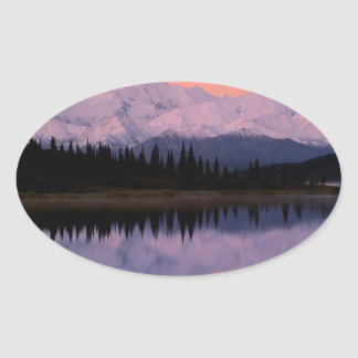 Maravilla Alaska de la salida del sol de Denali Pegatina Ovalada