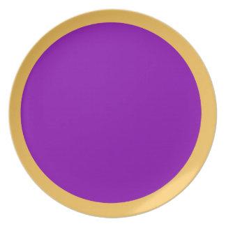 Maravilla y placa violeta plato de comida