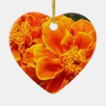 Maravillas anaranjadas florecientes ornamentos de navidad