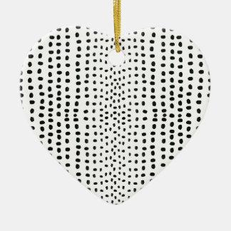 Marca del punto que hace el modelo adorno de cerámica en forma de corazón