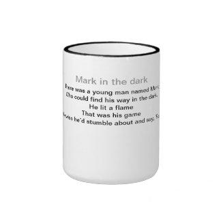 Marca en la oscuridad taza de dos colores